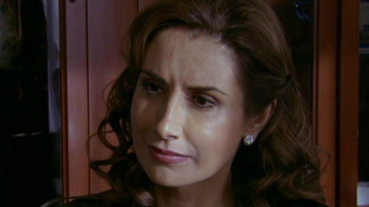 Quando me Apaixono: Roberta descobre a verdade sobre Herança e debocha de Regina