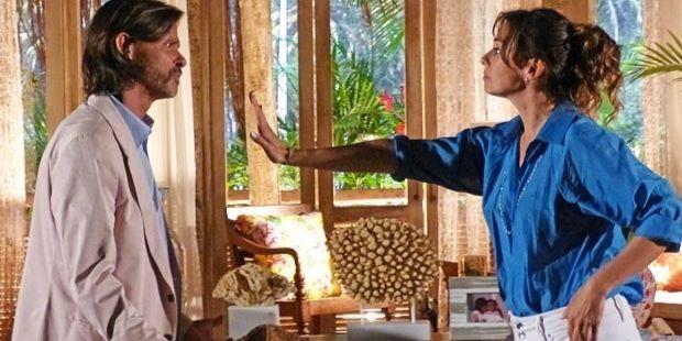 """Flor do Caribe: Reinaldo agarra Natália e leva fora da ex-mulher: \""""O casamento acabou\"""""""