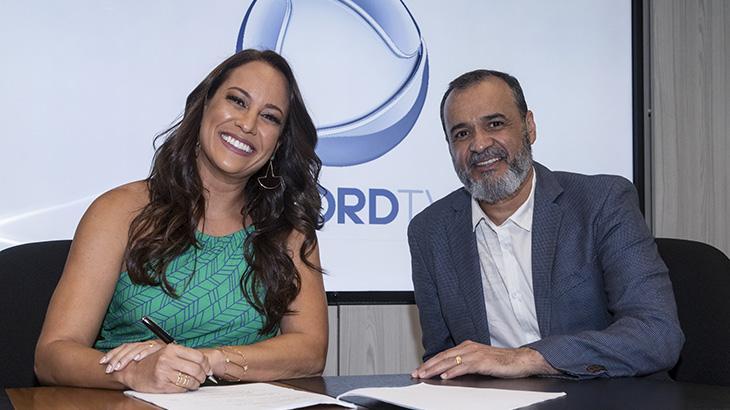 """Apresentadora do \""""Hoje em Dia\"""", Renata Alves renova contrato com a Record TV"""