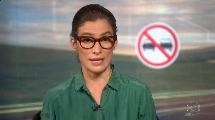 Renata Vasconcellos tensa no Jornal Nacional