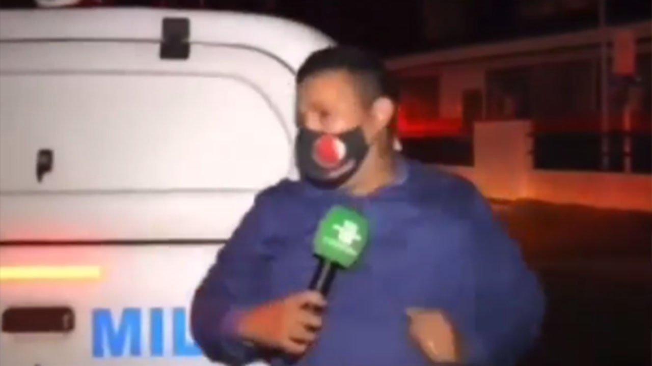 Repórter levando pancada de viatura