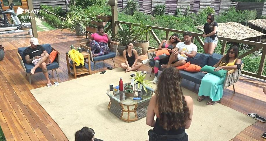 A Fazenda 2020: Revoltada com fama de fofoqueira, Luiza faz reunião e expõe podres dos peões