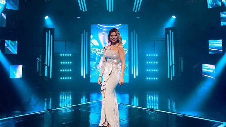 Amanda Françozo no palco do Revelações Brasil