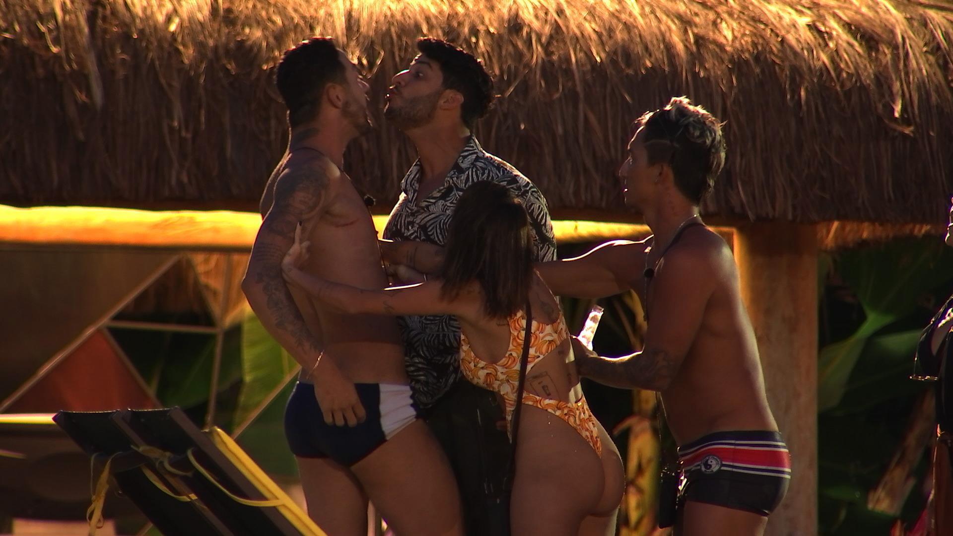 """De Férias com o Ex: Rico explica surto de ciúmes com Luis e admite: \""""Tinha que me tratar\"""""""