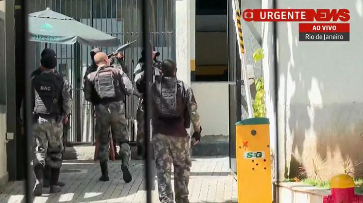 Equipe de reportagem da GloboNews fica sem saída em troca de tiros no Rio