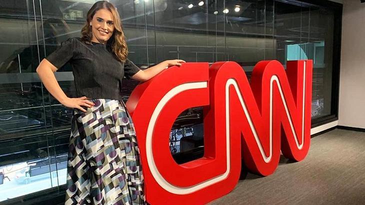 Rita Lisauskas ao lado do logo da CNN Brasil