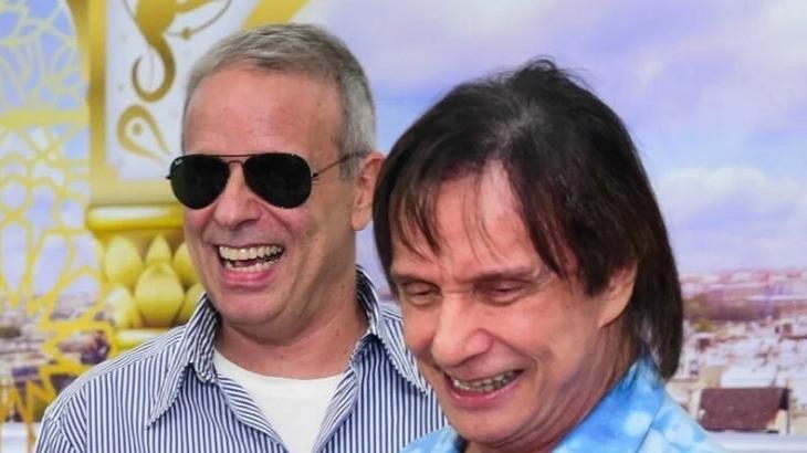 Roberto Carlos sorrindo com o filho Duda Braga