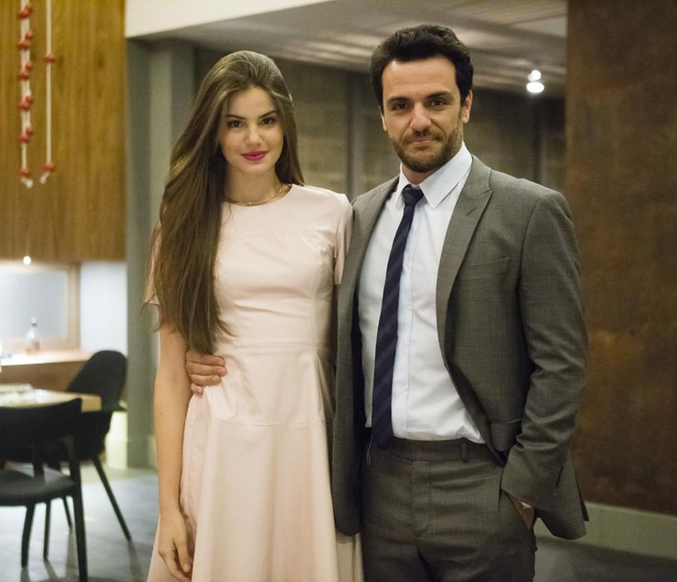 """Verdades Secretas 2: Camila Queiroz cobra Walcyr Carrasco por destino de Angel: \""""Curiosa\"""""""