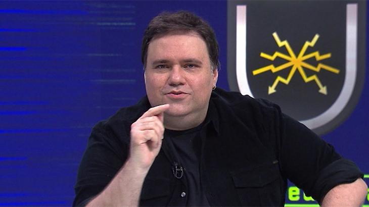O apresentador Rodrigo Rodrigues no programa Troca de Passes