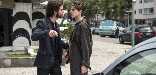 A Força do Querer: Ruy esquece preconceito e dá prova de amor ao irmão