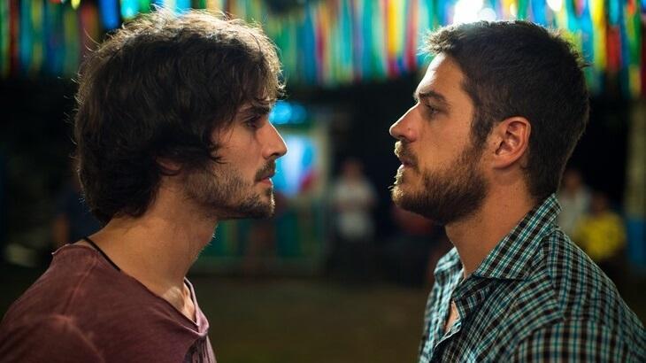 Fiuk e Marco Pigossi em cena da novela A Força do Querer, em reprise na Globo