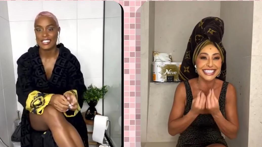 MC Rebecca e Sabrina Sato em canal da apresentadora no YouTube