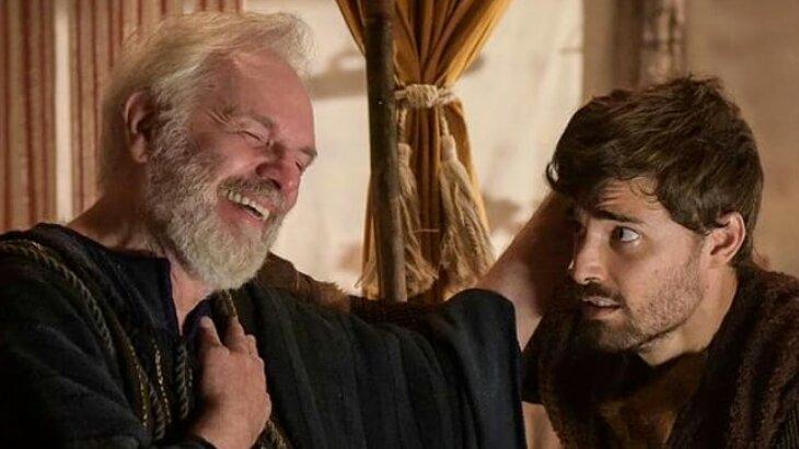 Isaque coloca a mão na cabeça de Jacó