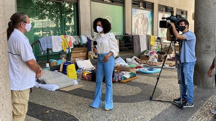 Valéria Valenssa volta aos trabalhos com reportagem sobre Carnaval no Balanço Geral