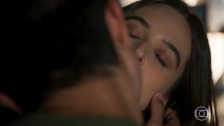 Beijo de Teo e Luna em Salve se Quem Puder