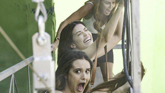 Kyra, Alexia e Luna quase caem de guindaste em Salve-se Quem Puder