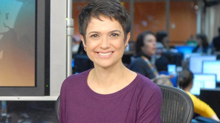 Sandra Annenberg emocionada na bancada do Jornal Hoje