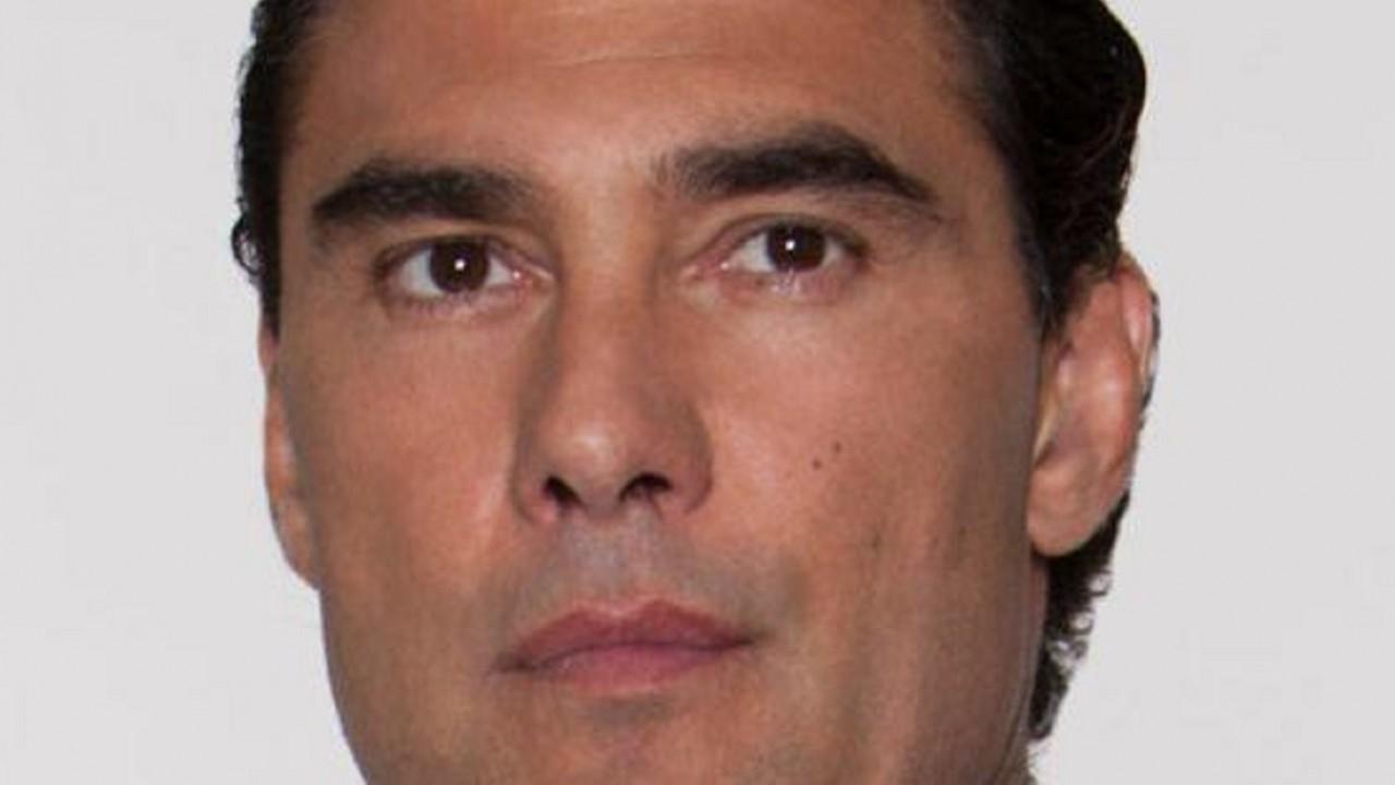 Cena de Amores Verdadeiros com Jose Angelo olhando
