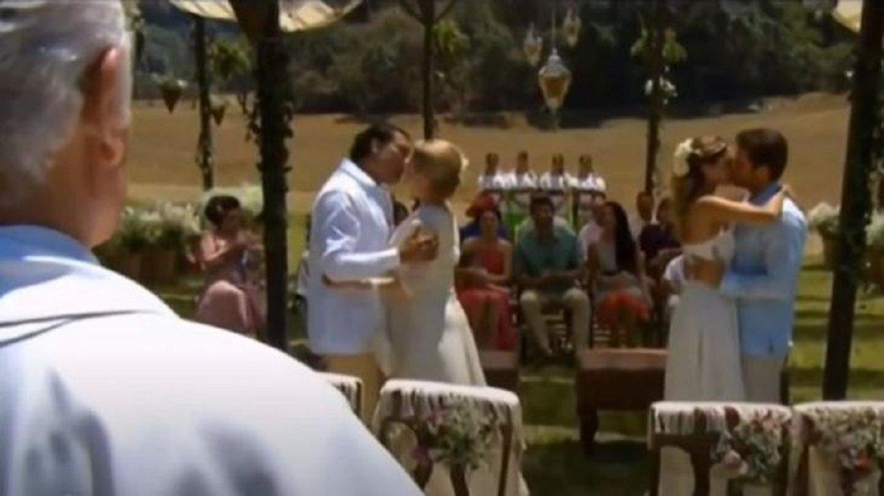 Cena de Amores Verdadeiros com o casamento duplo
