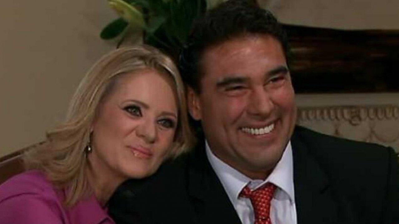 Cena de Amores Verdadeiros com Vitória e Jose Angelo juntos sorrindo