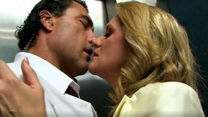 Cena de Amores Verdadeiros com Jose Angelo e Vitória se beijando