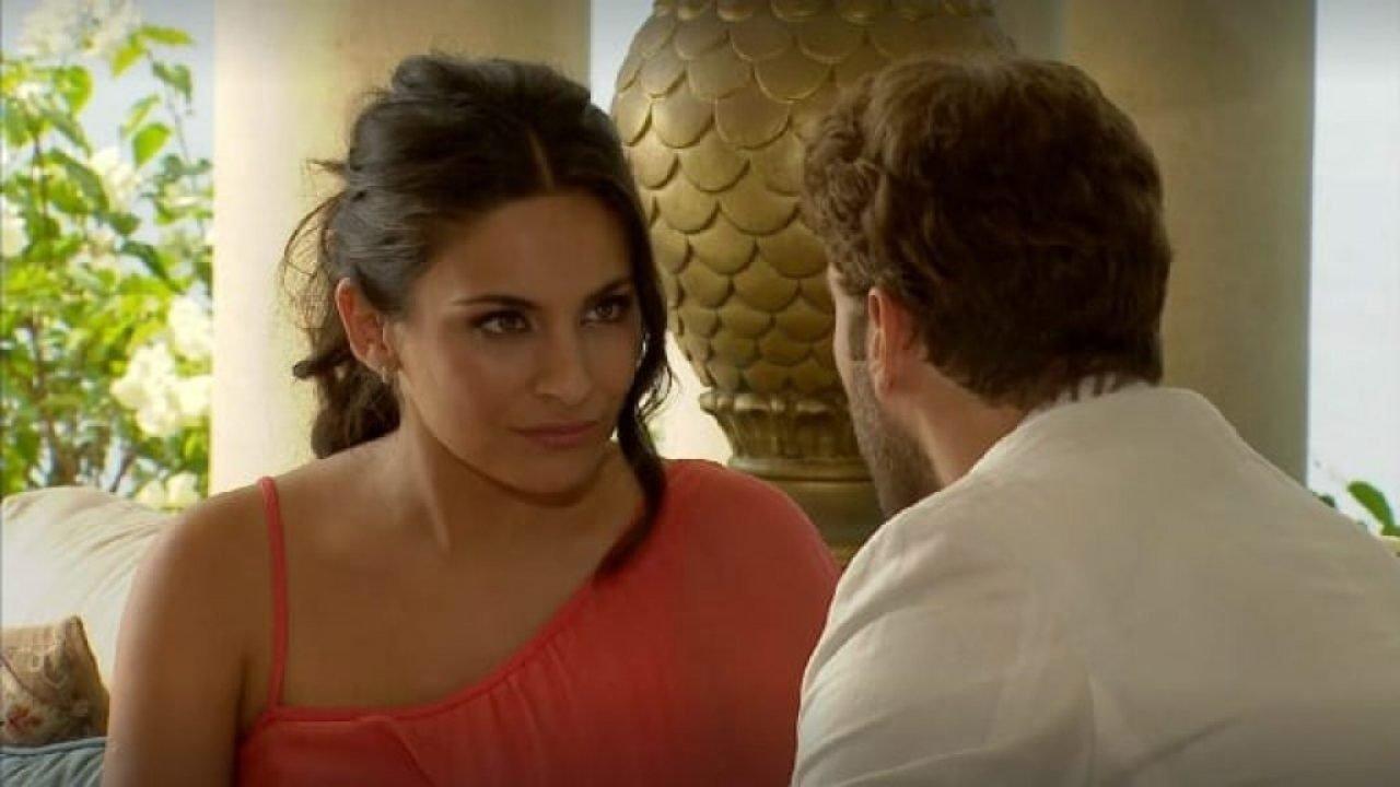 Cena de Coração Indomável com Maricruz olhando para Karim