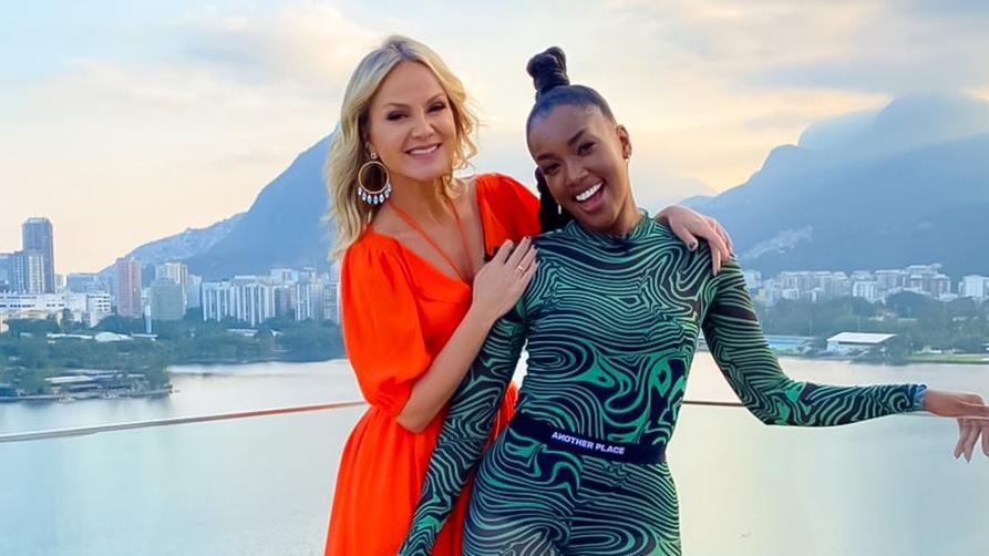 Eliana e Iza com vista para o Rio de Janeiro