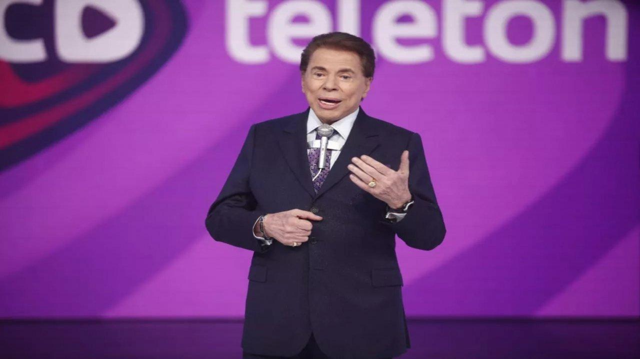 Silvio Santos no palco do Teleton do SBT