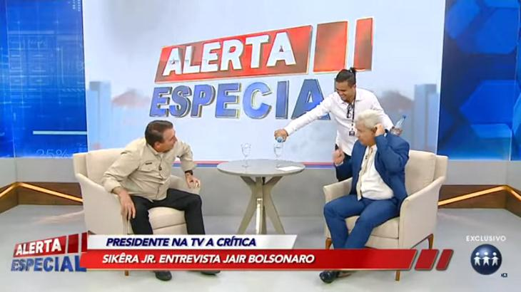 Jair Bolsonaro sendo entrevistado por Sikêra Jr no Alerta Nacional