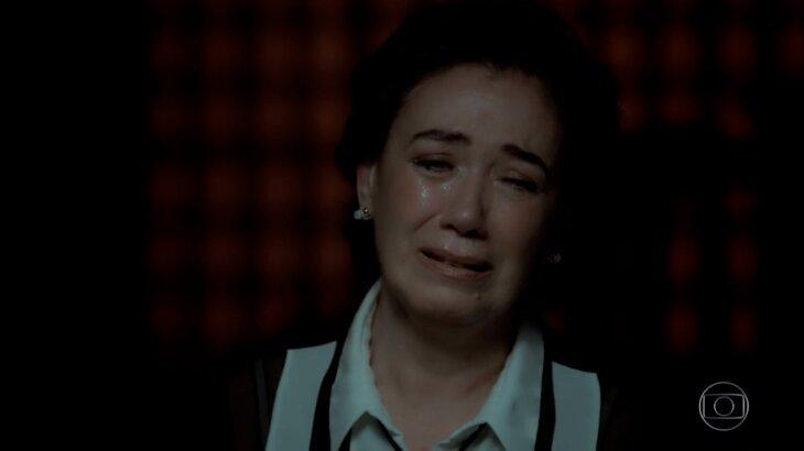 Silvana chorando em cativeiro