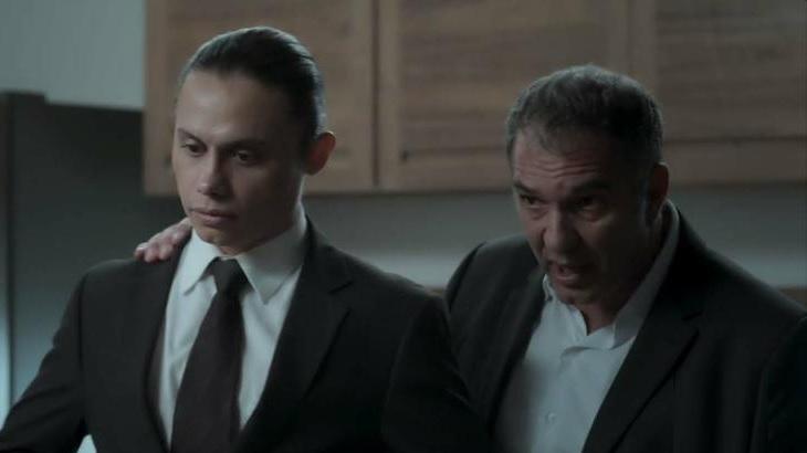Silvero Pereira e Humberto Martins em cena da novela A Força do Querer, em reprise na Globo