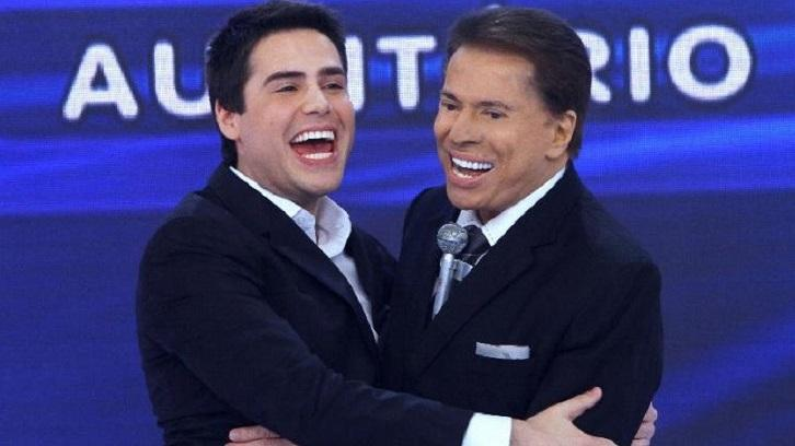 Luiz Bacci e Silvio Santos abraçados