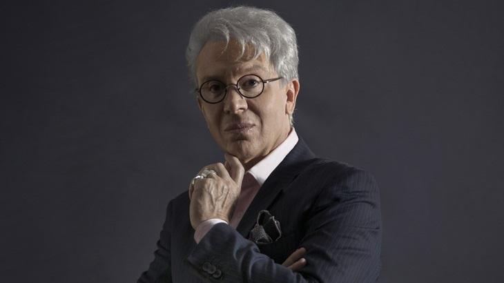 Eduardo Martini caracterizado como Clodovil Hernandez para o monólogo Simplesmente Clô