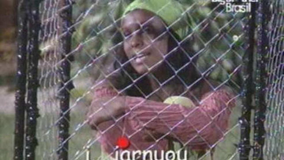 """Durante uma prova de resistência do BBB4, Solange canta """"Iarnuou"""""""