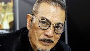 Sonny Chiba de óculos e bigode