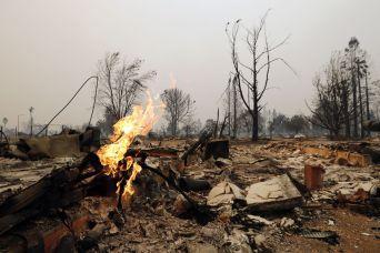 """Incêndios florestais interrompem gravações da segunda temporada de \""""13 Reasons Why\"""""""