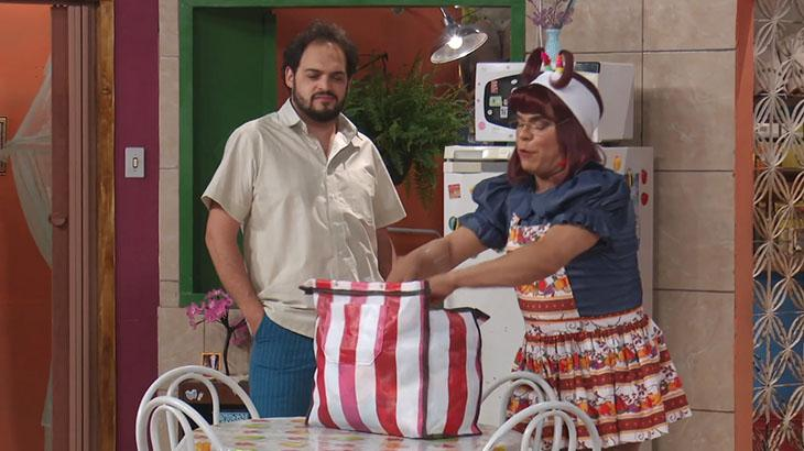 Matheus Ceará e Cinderela no humorístico Tá Puxado