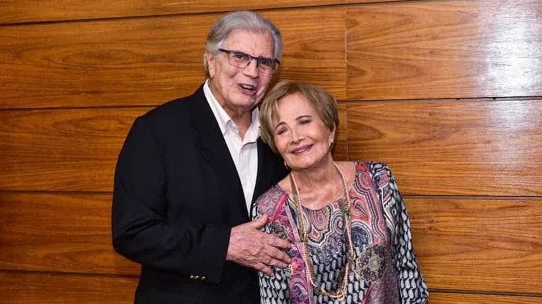 Tarcísio Meira e Glória Menezes posando pra foto
