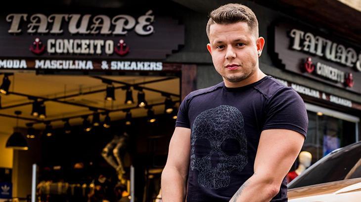 Bruno Vinicius em frente a sua loja Tatuapé Conceito