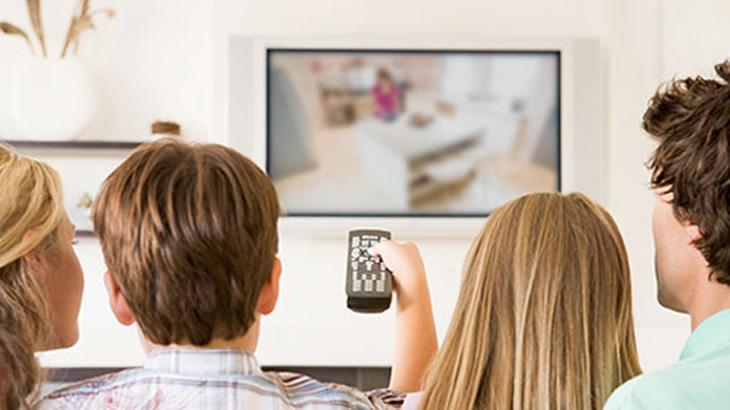 televisao-jovens-ilustracao_a6b2467f7dbb52dd12ae495c7f0ee6491d7772b5.jpeg