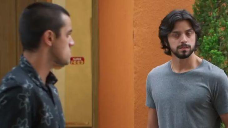 Salve-se Quem Puder: Com dica de Alejandro, Téo descobre que o pai é bandido