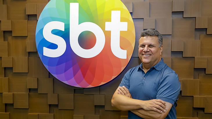 Téo José, contratado pelo SBT para narrar a Copa Libertadores da América