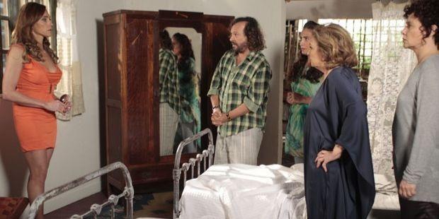 Fina Estampa: Álvaro entrega o verdadeiro segredo de Tereza Cristina