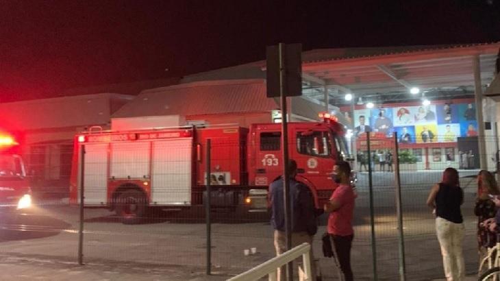 """Laudo da Defesa Civil fala em \""""pós-incêndio\"""" após desabamento de teto da Record Rio"""