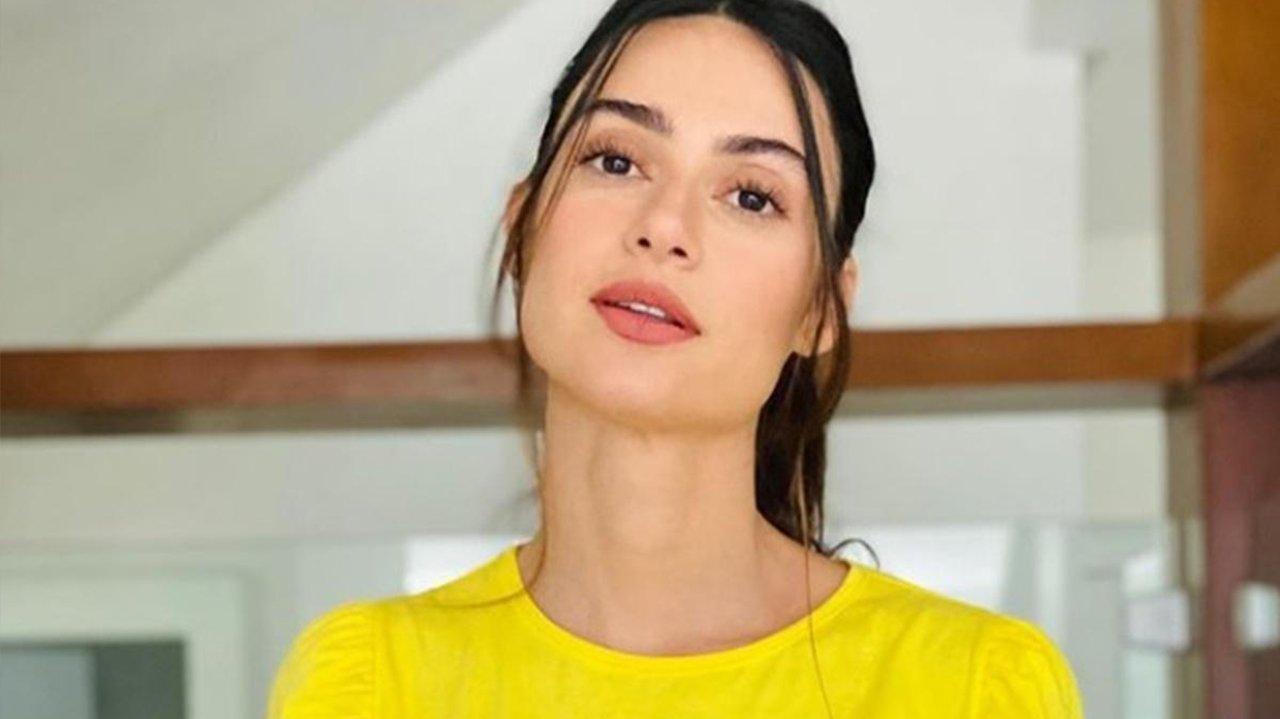 Thaila Ayala posando para fotos