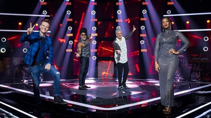 Técnicos do The Voice Brasil divulgando o programa