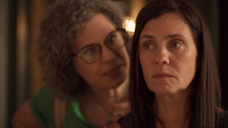 Isabel Teixeira e Adriana Esteves em cena da novela Amor de Mãe, da Globo