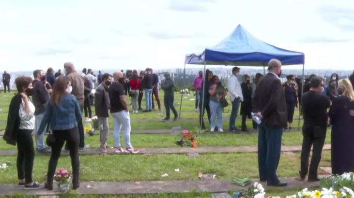 Cena do enterro de Tom Veiga