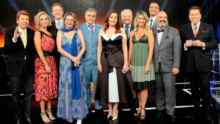 Juliana Paes agradece Silvio e alfineta Globo — Troféu Imprensa
