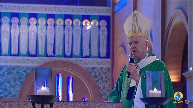 Padre na Missa da TV Aparecida